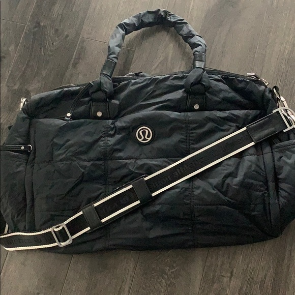 Lululemon oversized weekend bag